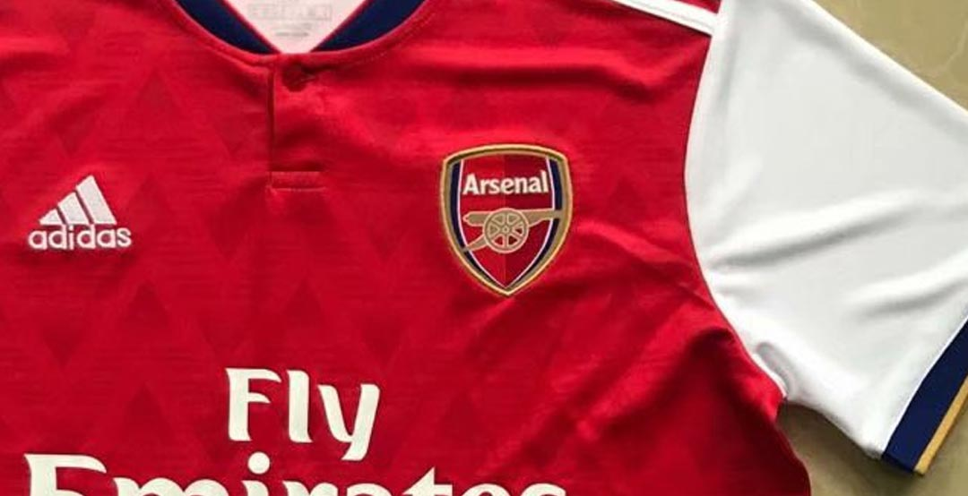 c7b6eec1bea And while many Gunners fans believe that it is the real Adidas Arsenal  19-20 home kit, it is again a fake based on a concept.