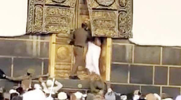 MAN ARRESTED FOR TRYING TO OPEN THE KAABA DOOR