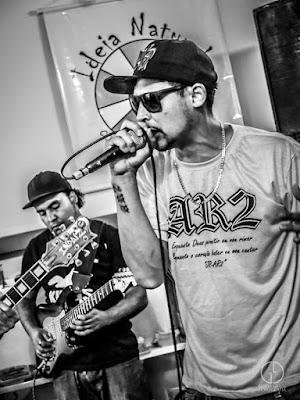 JR Mc tem uma parceria com a Indaíz, única banda de reggae do bairro Jaraguá na atualidade. Foto: acervo Gabriel Grisoli Fotografia