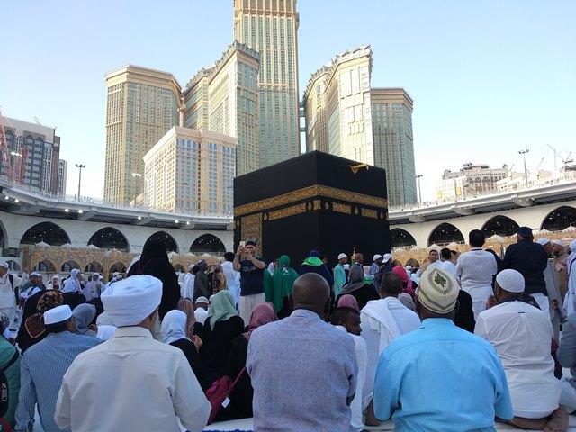 Banyak Cara Bersedekah di Masjidil Haram