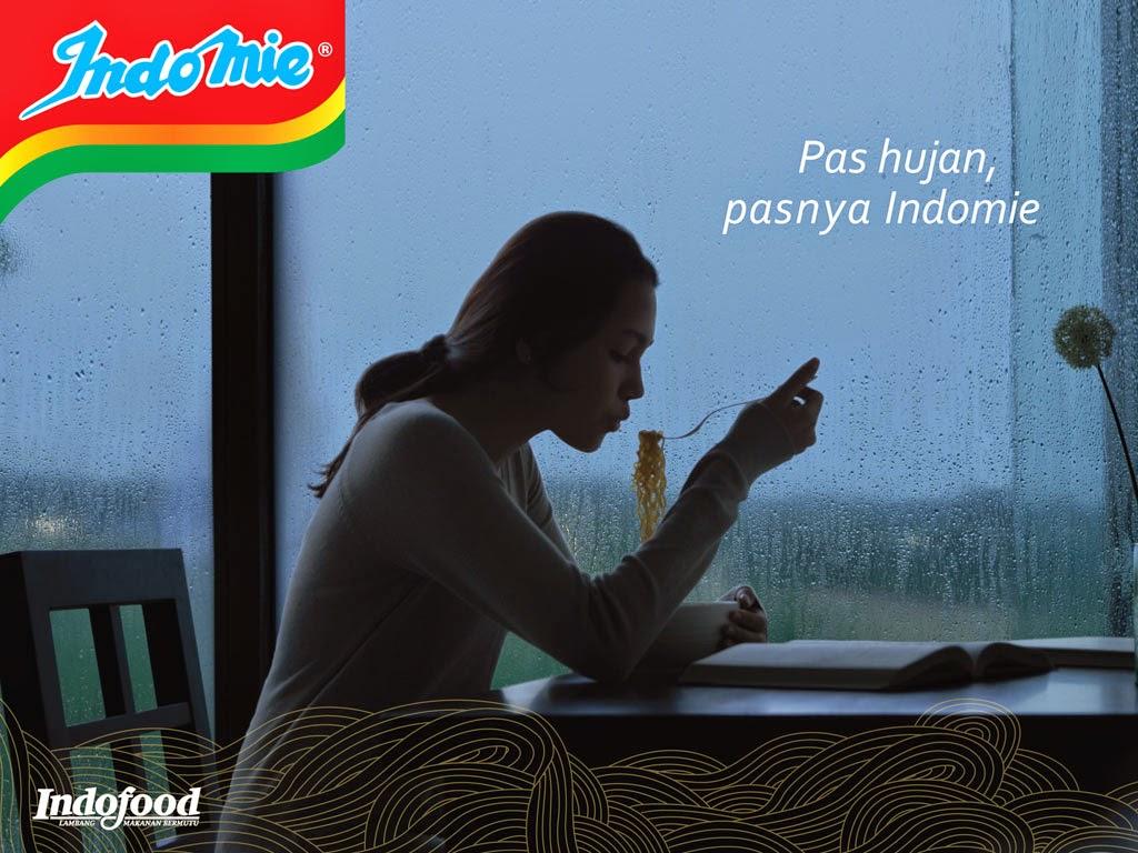 indomie pas hujan, makan indomie, indomie hujan