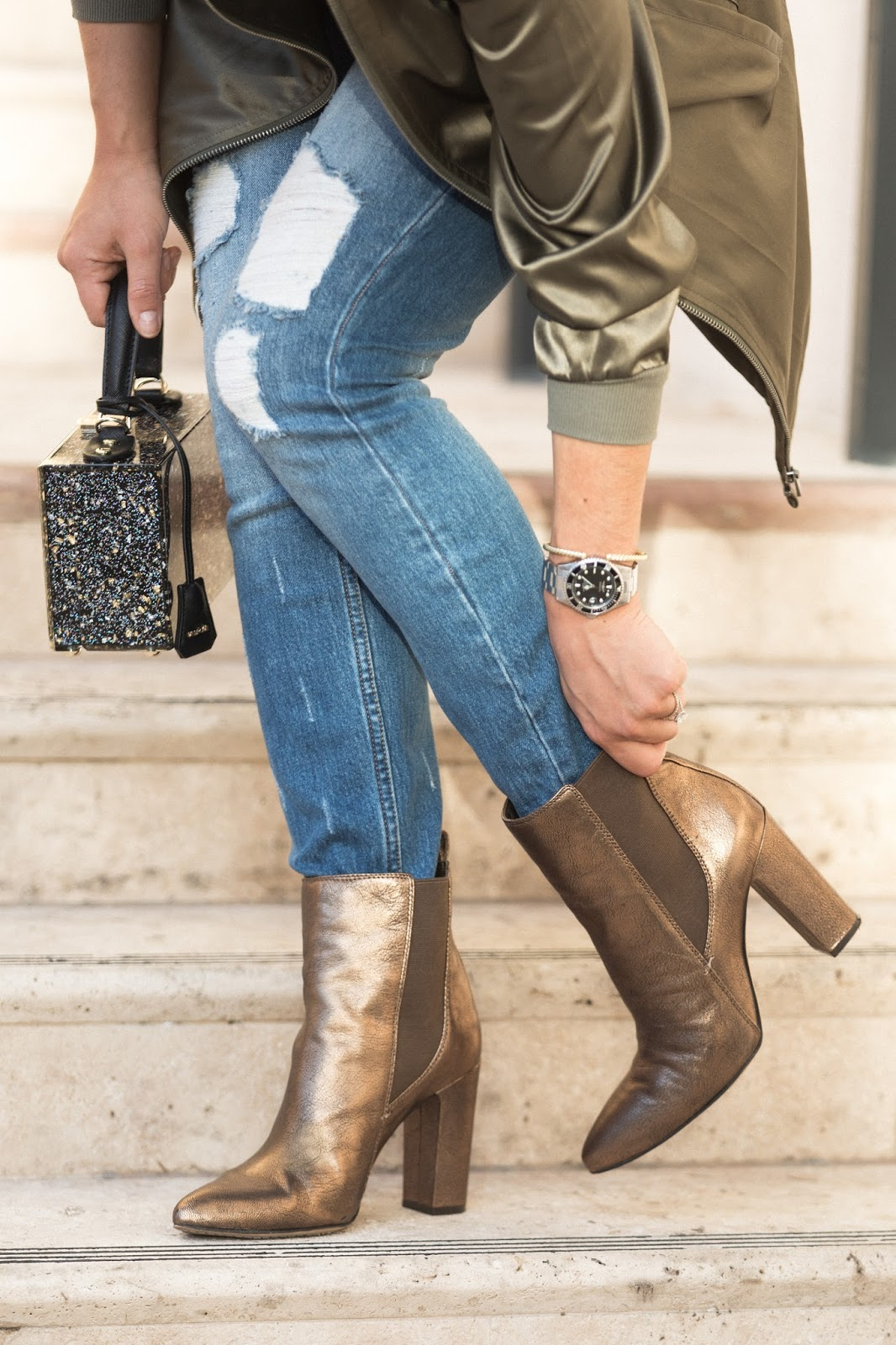 fall-fashion-outfits-gold-bootie-and-jeans
