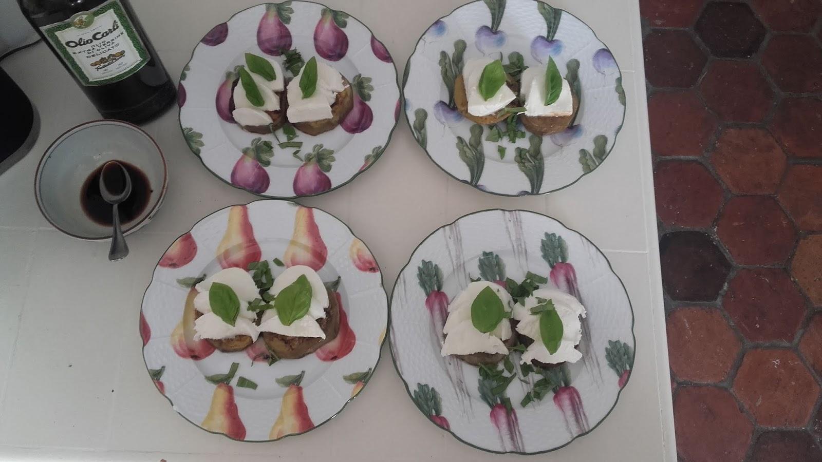 Les Aubergines épluchées Et Coupées En Tronçons épais Sont Juste Poêlées à Feu Très Doux L Huile D Olive