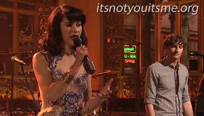 Kimbra Makes Her SNL Debut With Gotye