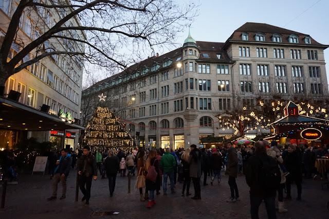 zürich joulumarkkinat jouluvalot kaupunki keskusta