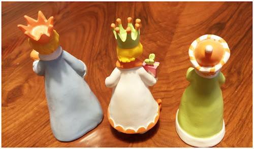 Figuras de los tres Reyes Magos de espaldas