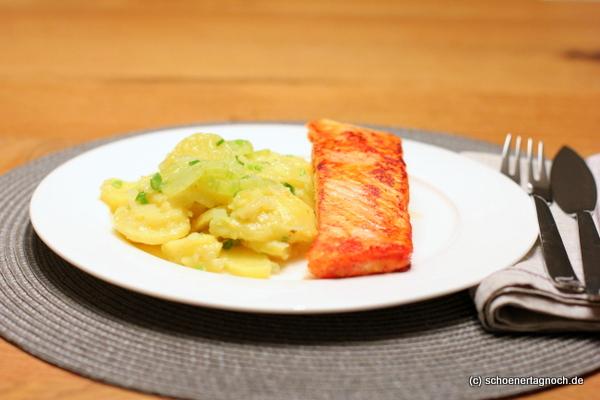 Tandoori-Lachs mit Kartoffel-Gurken-Salat