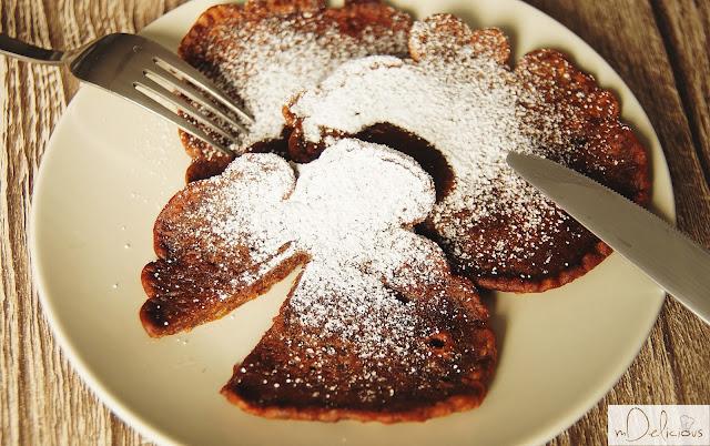 racuchy kakaowe, kakaowe racuchy, placki kakaowe, racuchy z gruszkami, racuchy z karmelizowanymi gruszkami, placki z gruszkami, przepis na racuchy, racuchy przepis, przepis na placki, słodki obiad, obiad na słodko