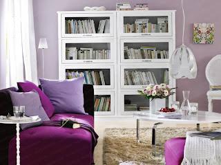 Sala en lila y blanco
