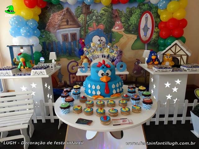 Mesa decorativa da Galinha Pintadinha para festa de aniversário infantil