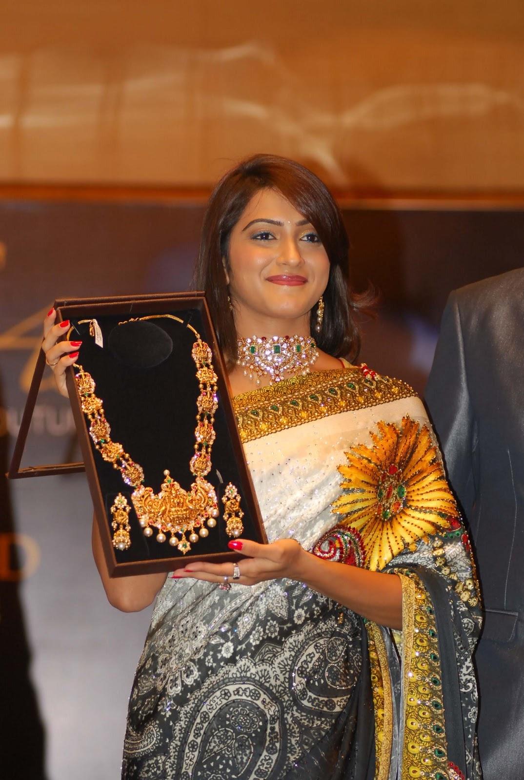 Looking gorgeous Priyanka rao in saree at jewellery showroom latest pics