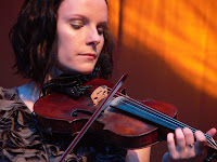 lauren maccoll with fiddle copyright kerry dexter