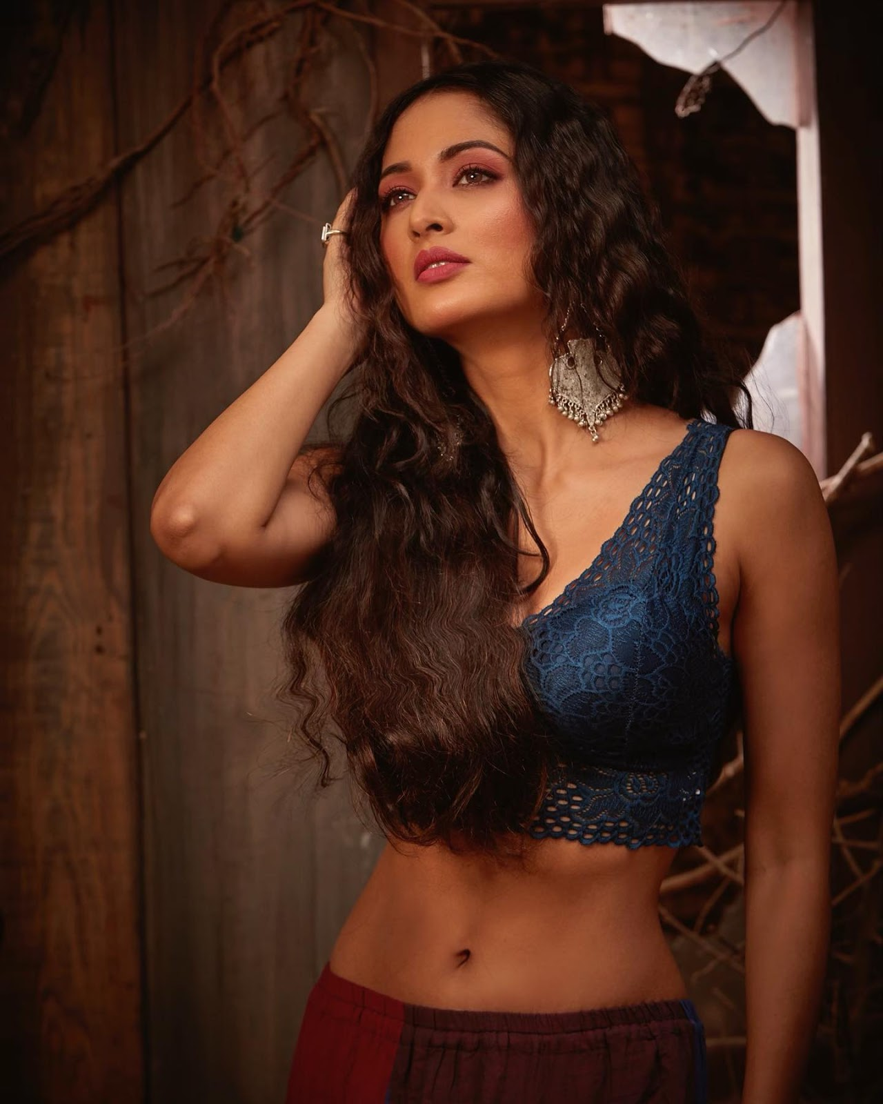 Vidisha Srivastava belly Photos