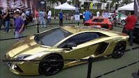 Altın kaplama Lamborghini marka spor otomobil