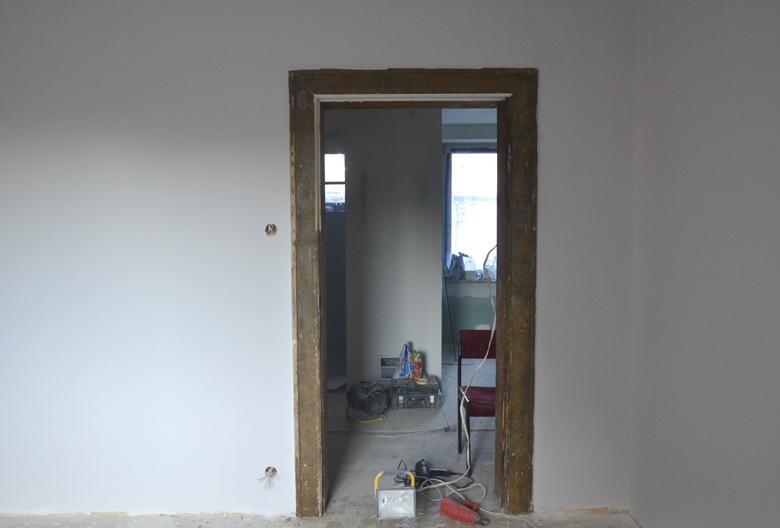 Opalone framugi. Ściany szare