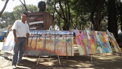 Adagenir expõe sua arte na Feira Hippie que ocorre no Centro de Convivência Cultural de Campinas, aos sábados e domingos de manhã.
