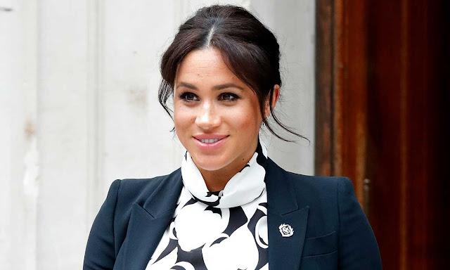 Benarkah Ratu Elizabeth 2 Larang Meghan Markle Pakai Perhiasan Kerajaan?