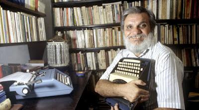 Carrero - Raimundo Carrero: A pergunta que se repete e se repete confusa: O que é literatura?
