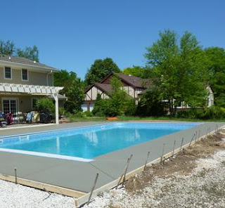 Vinyl Liner Swimming Pool with peripheral Concrete Pouring