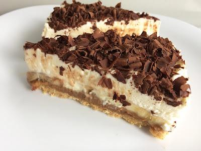 Ciasto bez pieczenia z karmelem i bitą śmietaną