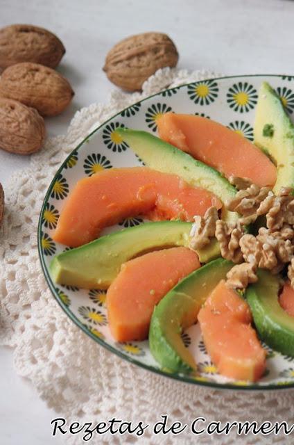 Ensalada de papaya, aguacate y nueces