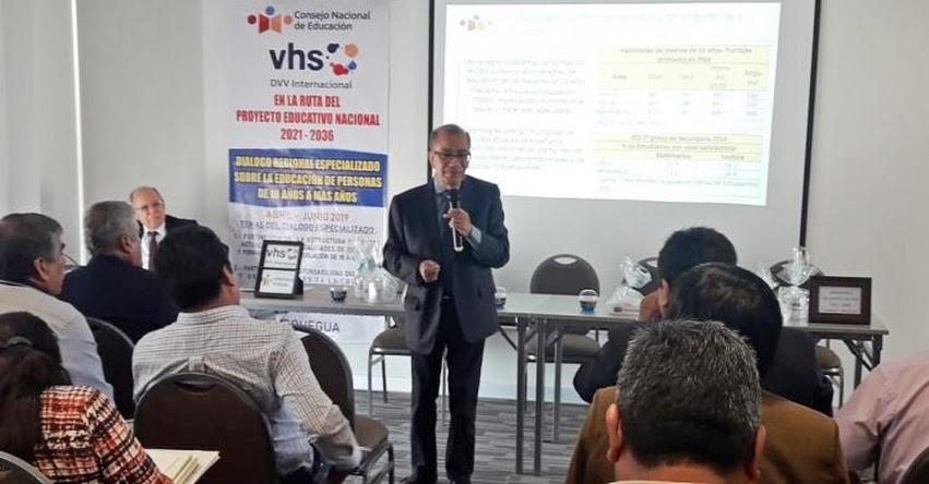 CNE: Expertos moqueguanos debaten sobre oportunidades para jóvenes y adultos - www.cne.gob.pe