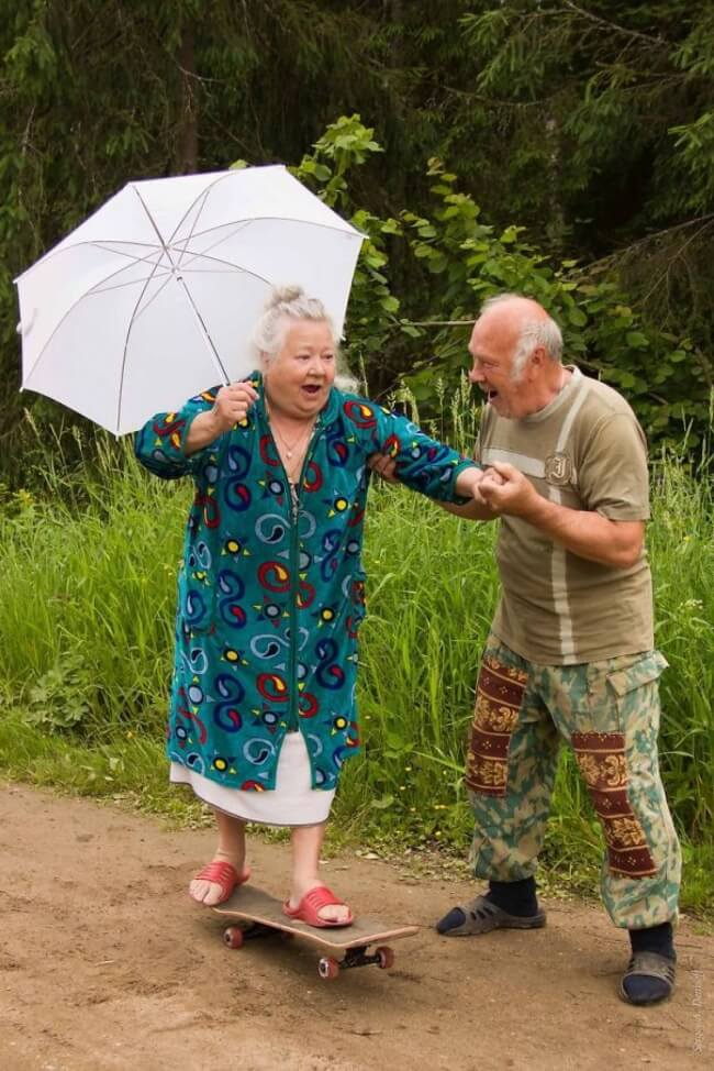 20 Exhilarating Images That Show Love Has No Age Limits - Try something new