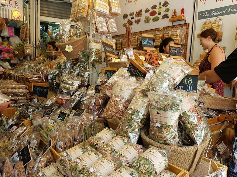 泰國烘乾香料販售,看觀光客都在殺價…