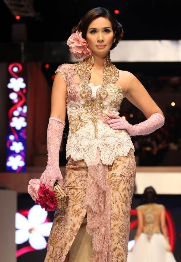 Fashionable Model Kebaya Muslim Lengan Pendek