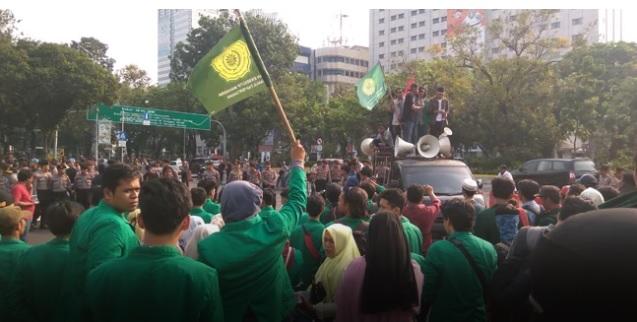 Kronologis Aksi Mahasiswa Pro dan Kontra Jokowi Saling Berhadapan di Depan Istana