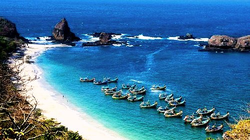 Pantai Eksotis di Jawa Timur Yang Banyak Dikunjungi Wisatawan 10 Pantai Eksotis di Jawa Timur Yang Banyak Dikunjungi Wisatawan