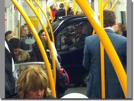 Imagens tão absurdas que parecem mentira - Carro no Metrô