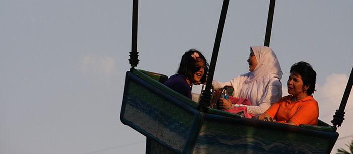 Naik Komidi Puter bersama anakku Ruth dan Dhini Tahun 2012