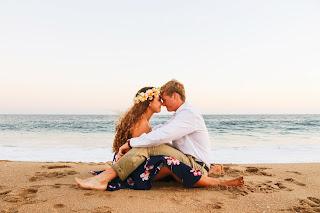 lovers near the ocean