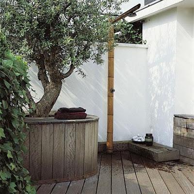 ms apetece es una ducha fresquita ya veis se puede improvisar una ducha en cualquier rincn del jardn o incluso de la terraza para las que tengan la