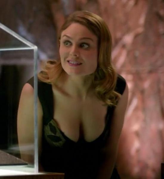 Emily deschanel hot scene