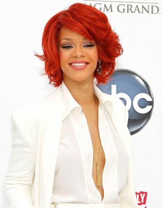 Rihanna Hit Billboard Music Awards 2011 [Best-Dressed Pics]