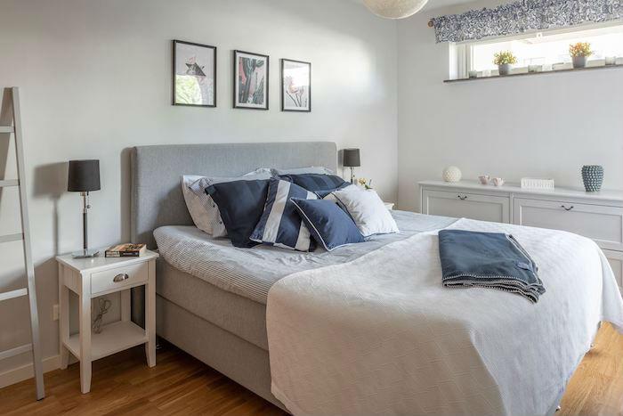 Dormitorio con cama con capacidad de almacenaje