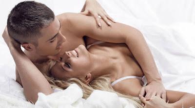 للمتزوجين فقط ... لماذا يجب عليك ممارسة الجنس يوميا رجل امرأة فراش سرير علاقة زوجية حميمة man woman bed sleep  making love