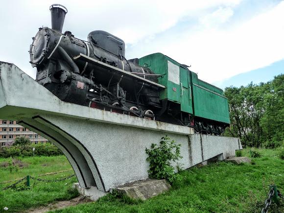Краса Карпат. Подорож трамваєм. Вигода. Пам'ятник-паровоз випуску 1948 року