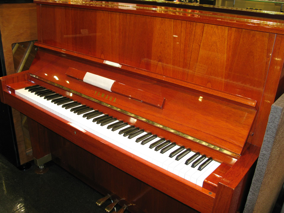 dan piano yamaha w104