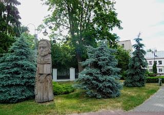 Пінськ. Вул. Леніна. Сквер. Дерев'яна скульптура