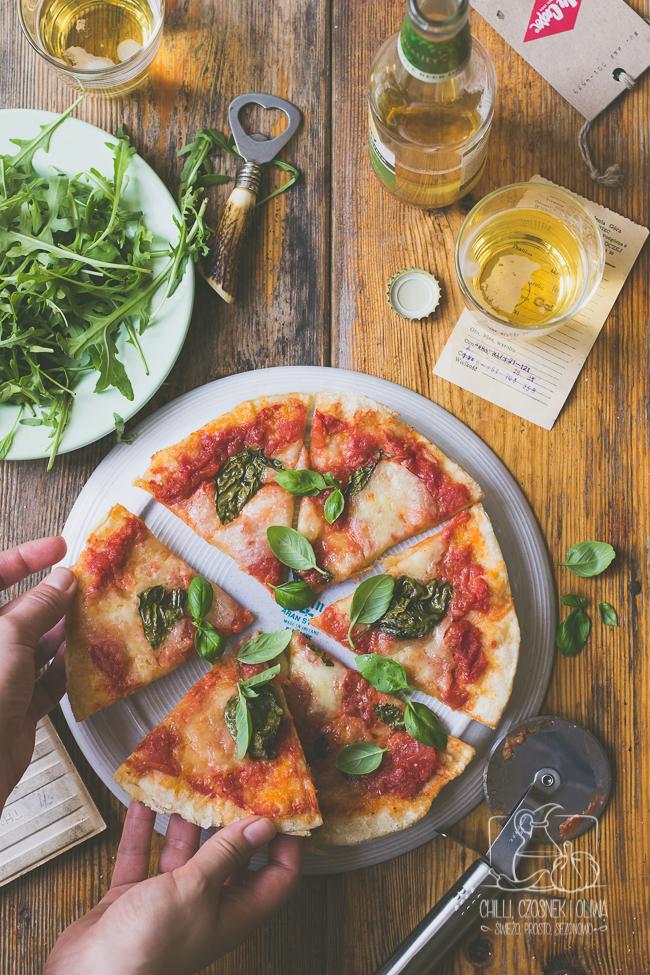 tradycyjna pizza Margherita - przepis krok po kroku