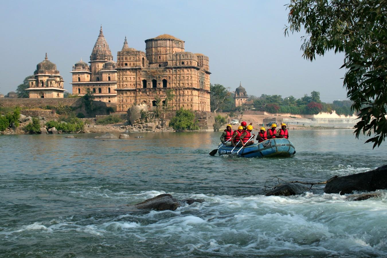 Rafting on the Betwa River, Orchcha, Madhya Pradesh