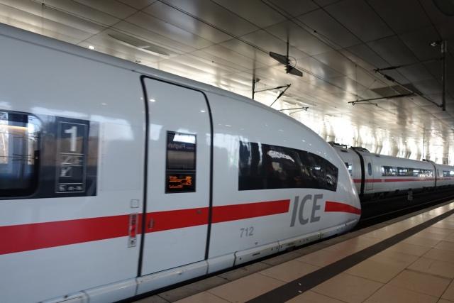 ドイツ鉄道の高速列車ICE(インターシティエクスプレス)の1等車両のパノラマシートに乗って来ました!