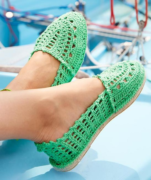 Crochet pattern espadrilles, photo by Schachenmayr | Happy in Red
