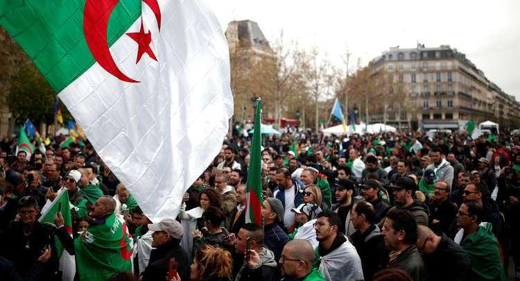 مظاهرات في الجزائر احتجاجا على تعيين بن صالح رئيسا مؤقتا