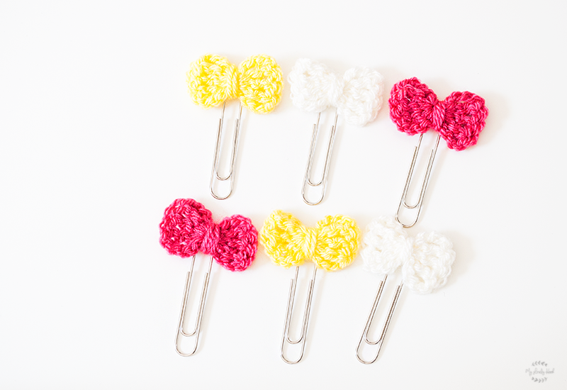 Tutorial: segnalibri con graffette e fiocchi crochet. Semplici e veloci, adatti ai principianti