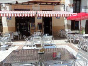 bar plaza, Beceite, Beseit, Kim, Irene, Ana