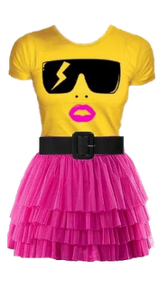 Playera y minifalda